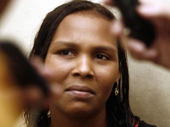 Viviane Pereira, mãe da menina internada, diz que os médicos mandaram eles se prepararem para o pior - Foto: Luiz Tito   Ag. A TARDE