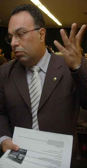 André Vargas (PT-PR) é tido um dos principais coordenadores da campanha - Foto: Fabio Pozzebom/ABr
