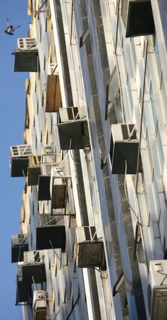 Consultoria sugere estabelecer limites para o uso de ar condicionado - Foto: Raul Spinassé   Ag. A TARDE