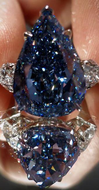 Diamante, talhado em forma de pêra, tem peso de 13,22 quilates - Foto: Agência Reuters