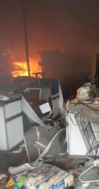 Mais lojas são saqueadas e Cesta do Povo é incendiada - Foto: Lúcio Távora   Ag. A TARDE
