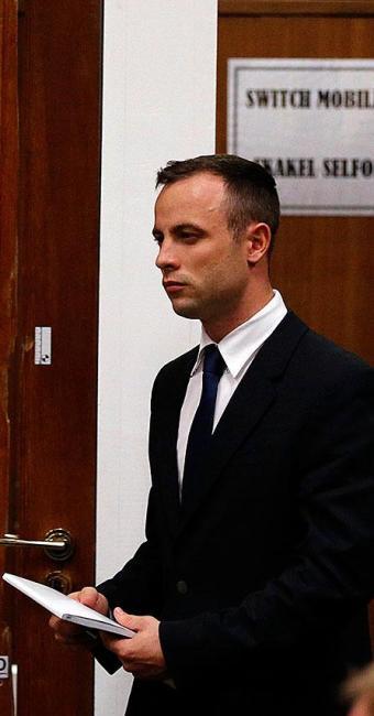 Pistorius lê carta enviada pela namorada - Foto: Agência Reuters