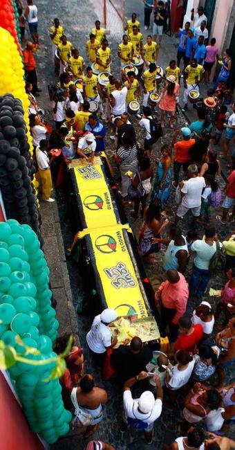 Um bolo de 5 metros, o lançamento de um livro e uma apresentação marcaram os 35 anos do Olodum - Foto: Fernando Vivas | Ag. A TARDE