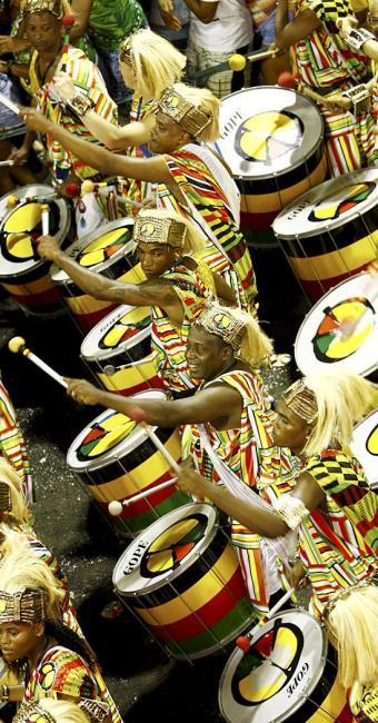 Desfile da banda Olodum durante o carnaval 2014 - Foto: Fernando Vivas | Ag. A TARDE