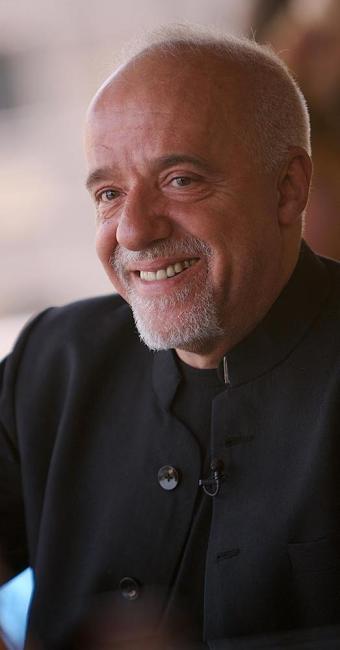 Paulo Coelho interage com fãs do mundo inteiro pela internet - Foto: Paul Macleod | Divulgação