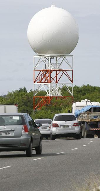 Radar que custa cerca de R$ 8 milhões, e é considerado melhor que um pluviômetro, será consertado em - Foto: Fernando Amorim | Ag. A TARDE