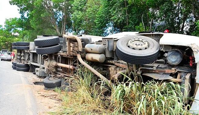 Motorista perdeu controle do veículo em uma curva - Foto: Foto | Clic101