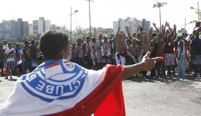 'Corredores' formados por torcidas organizadas provocam torcedores rivais - Foto: Fernando Amorim | Ag. A TARDE