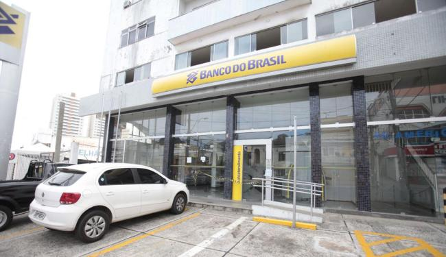 Pelo menos cinco agências do Banco do Brasil foram autuadas durante a operação - Foto: Edilson Lima | Ag. A TARDE