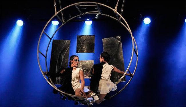 Bia Simões e Luana Serrat em cena - Foto: Divulgação