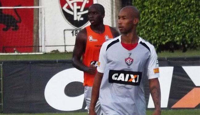Dinei vai formar a dupla de ataque com Marquinhos - Foto: Divulgação l E.C. Vitória