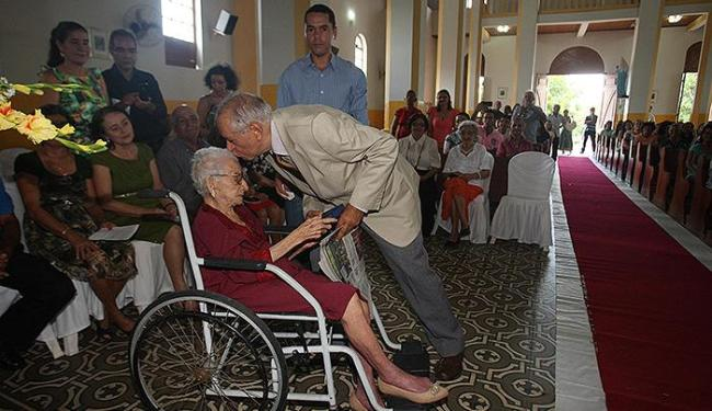 Reencontro entre Torres e a professora Serafina, que o fez ler Castro Alves em praça pública - Foto: Lúcio Távora | Ag. A TARDE