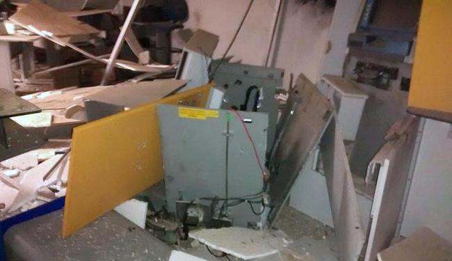 Agência ficou destruída após ação dos assaltantes - Foto: Zaqueu Oliveira   Irecê Repórter