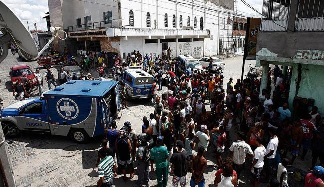 Homem foi assassinado no bairro da Rua Nova - Foto: Luiz Tito   Ag. A TARDE