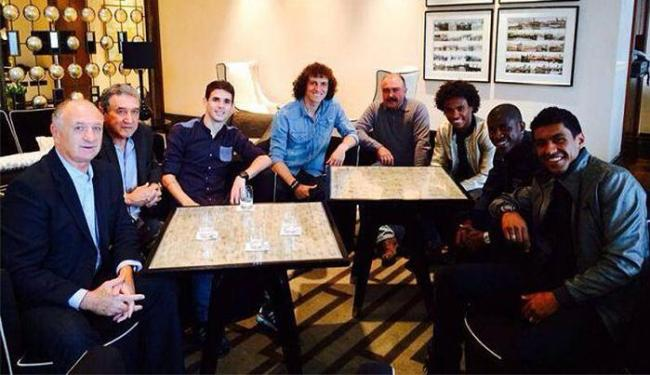 Comissão técnica esteve com Oscar, David Luiz, Ramires, Willian e Paulinho - Foto: Assessoria CBF
