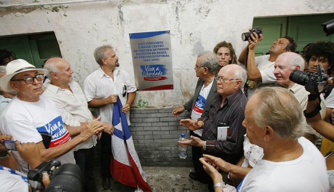 Emoção marcou o descerramento da placa que classifica o forte como maior centro de tortura da época - Foto: Marco Aurélio Martins | Ag. A TARDE