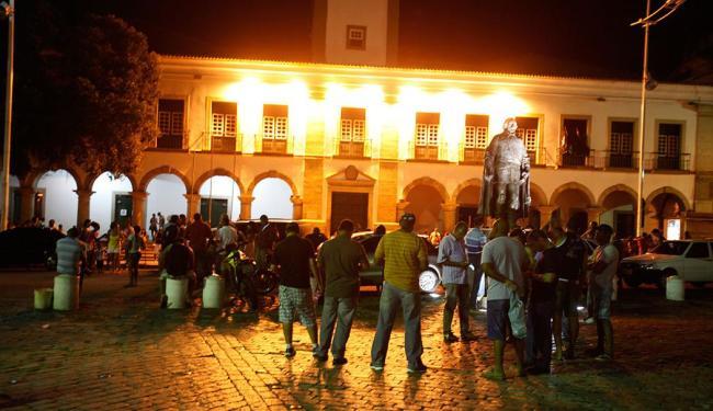 Policiais se reuniram na Praça Municipal - Foto: Edilson Lima   Ag. A TARDE