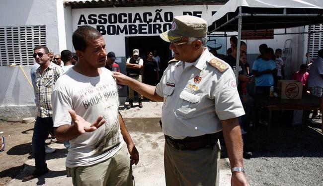 Josafá Ramos, diretor da Aspra ,em Feira e o coronel Adelmario Xavier após reuniam - Foto: Luiz Tito | Ag. A TARDE