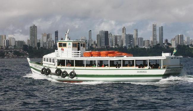 Oito embarcações estão em operação neste domingo - Foto: Arestides Baptista   Ag. A TARDE