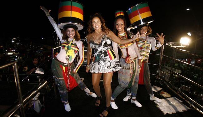 Daniela Mercury foi uma das cantoras que animaram os foliões da Micareta - Foto: Luiz Tito | Ag. A TARDE