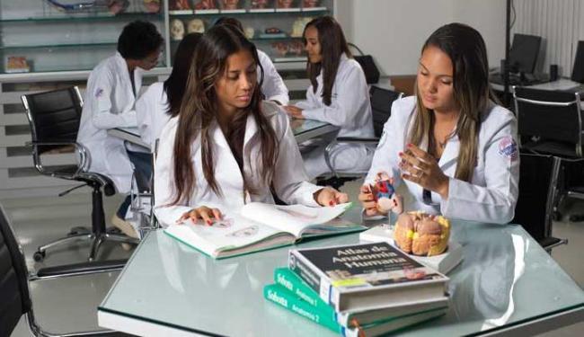 A lei mantém a duração do curso de Medicina em seis anos - Foto: Pedro Accioly/Divulgação