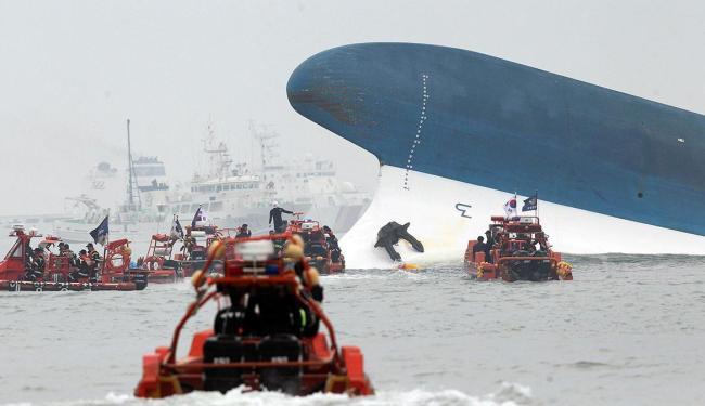 A balsa Sewol naufragou na quarta-feira, 16, com 476 passageiros e tripulantes - Foto: Agência Reuters