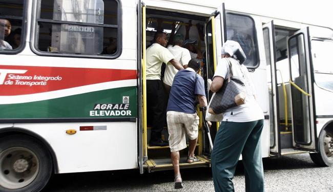 Conforme decisão do Sindicato dos Rodoviários, ônibus vão circular até 17h - Foto: Luiz Tito   Ag. A TARDE