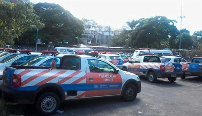 Agentes de trânsito deixaram viaturas no pátio da Transalvador - Foto: Edilson Lima | Ag. A TARDE