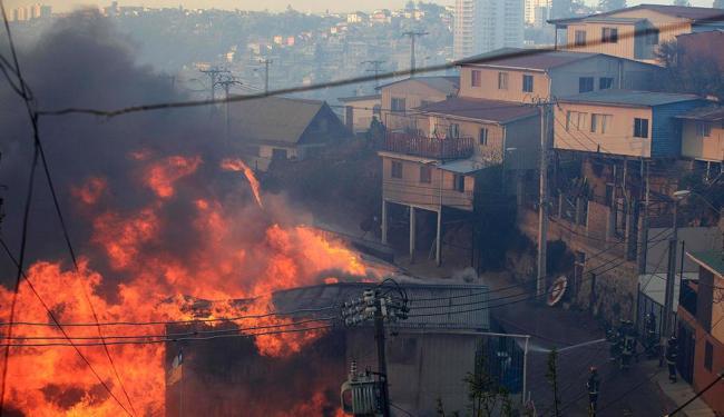 Incêndio deixou pelo menos 12 mortos - Foto: Agência Reuters
