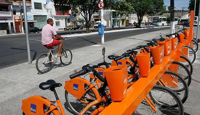 Neste domingo, as bikes laranjas serão compartilhadas no fim de linha da Ribeira - Foto: Marco Aurélio Martins   Ag. A TARDE