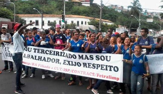 Alunos aderiram ao protesto dos terceirizados - Foto: Edilson Lima | Ag. A TARDE