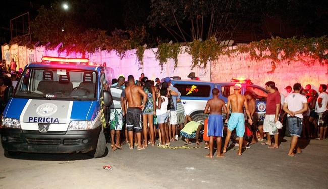 Vítimas foram mortas com vários tiros em frente ao Salvador Norte Shopping - Foto: Edilson LIma   Ag. A TARDE