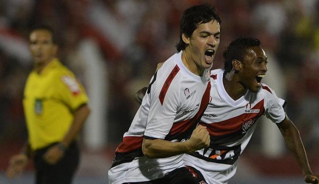 Cáceres marcou dois gols no empate em 2x2 com o Inter no primeiro jogo em 2013 - Foto: Edu Andrade/Estadão Conteúdo