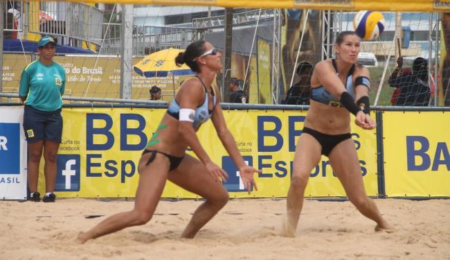 Rachel e Érica Freitas venceram as duas partidas desta quinta e estão com um pé na semifinal - Foto: CBV | Divulgação