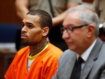 Foto de Chris Brown no julgamento - Foto: Lucy Nicholson | Agência Reuters