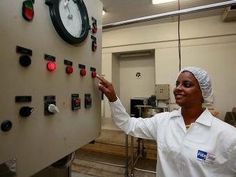 Josenice Oliveira, 31 é aluna do curso técnico de Alimentos - Foto: Mila Cordeiro | Ag. A TARDE