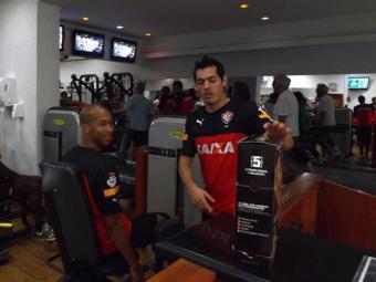 Nos últimos dois jogos, o atacante Dinei (à dir.) no segundo tempo e conseguiu marcar um gol - Foto: Divulgação | E.C. Vitória