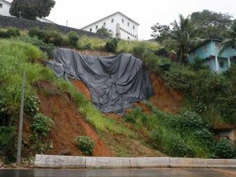 Risco nas encostas é problema crônico em Salvador - Foto: Marco Aurélio Martins | Ag. A TARDE