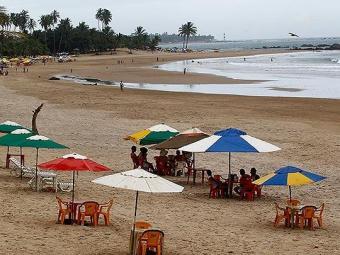 Praia de Piatã é considerada uma das 17 impróprias para banho - Foto: Eduardo Martins   Ag. A TARDE