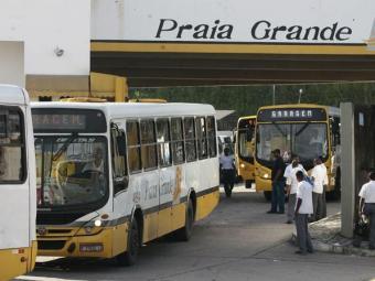 Ônibus só devem começar a sair após discussão de esquema de segurança - Foto: Luciano Batista | Cidadão Repórter