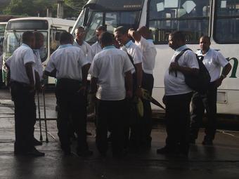 Rodoviários impediram saída dos ônibus das garagens - Foto: Edilson Lima | Ag. A TARDE
