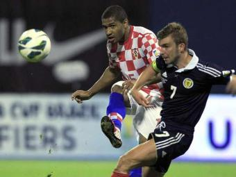 Baiano, o meia-atacante Sammir (à esq.) se naturalizou croata - Foto: Ag. Reuters