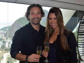 Vina Calmon comemorou a assinatura do contrato com Alexandre Schiavo, presidente da Sony Brasil - Foto: Divulgação