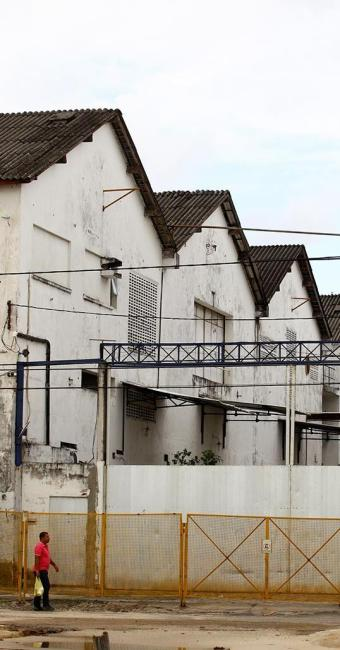 Galpões situados na Av. Beira-Mar, onde o TJ-BA guardava computadores que desapareceram - Foto: Fernando Vivas | Ag. A TARDE