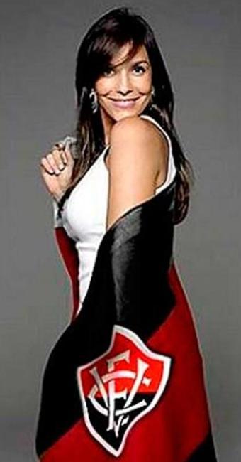Clube postou uma foto de Ivete enrolada na bandeira do time - Foto: Twitter | Reprodução