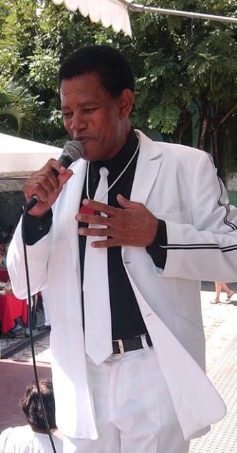 Jair Rodrigues no Largo Quincas Berro d'Água, no Pelourinho, em 2005 - Foto: Edmar Melo | Ag. A TARDE