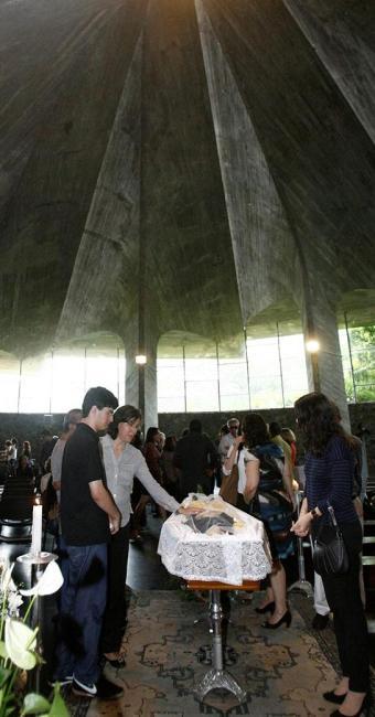 Em Salvador, amigos e parentes foram à missa no CAB - Foto: Luciano da Matta | Ag. A TARDE