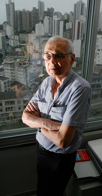 O corpo do arquiteto será velado na igreja Ascensão do Senhor - Foto: Marco Aurélio Martins | Ag. A TARDE | 06.11.2012