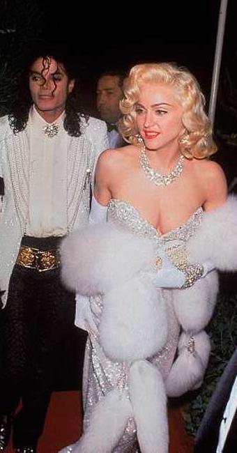 Madonna chega a uma cerimônia de Oscar com Michael Jackson - Foto: LIFE Photo Archive