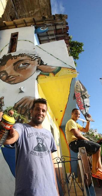 Julio Costa e Marcos Prisk em frente à casa sede do Musas, no Solar do Unhão - Foto: Lucio Távora   Ag. A TARDE